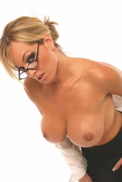 mia-in-glasses
